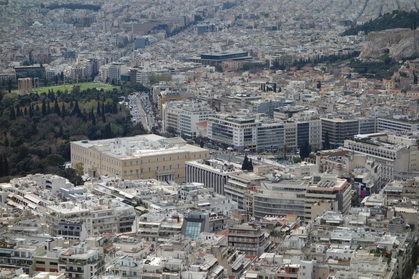 Utsikt över Zeustemplet och centrala Aten från Lykavittóskullen.