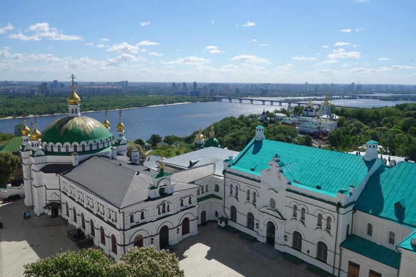 Kyrkan Saint Anthony och Theodosius sedd från det stora klocktornet, Kievo-Petjerskaja lavra, Kyiv.