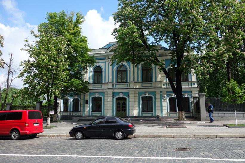 Gammal fin byggnad i centrala Kyiv.