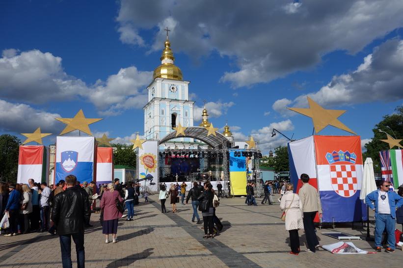 Konsertförberedelser framför St. Mikaels katedral, Kyiv.