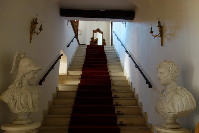 Trappan upp till mitt hotellrum på Am Ring, Sibiu.