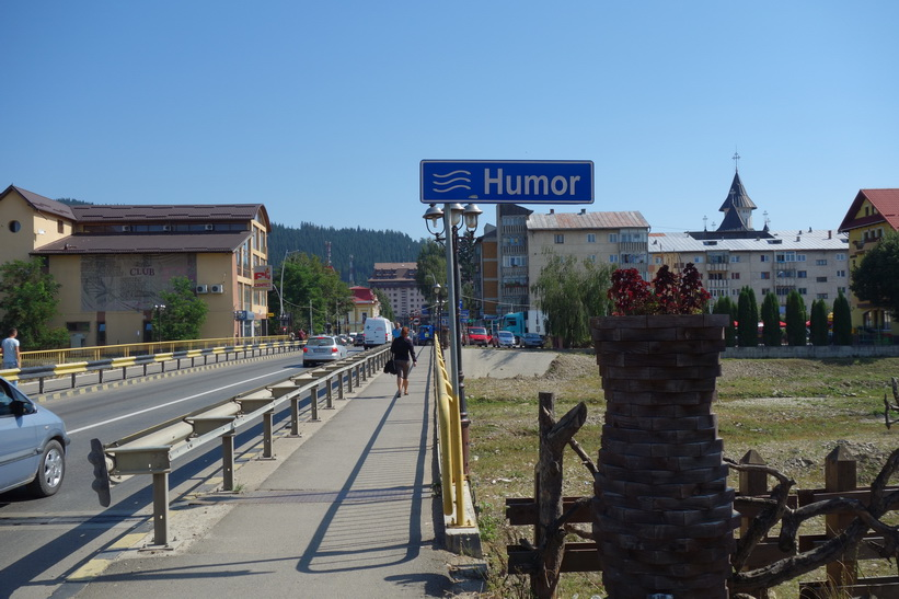 Floden Humor som rinner genom centrala Gura Humorului.