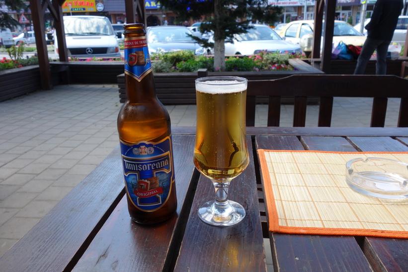 Den obligatoriska vätskepausen innebar idag det första testet av det rumänska ölet Timisoreana, Gura Humorului.