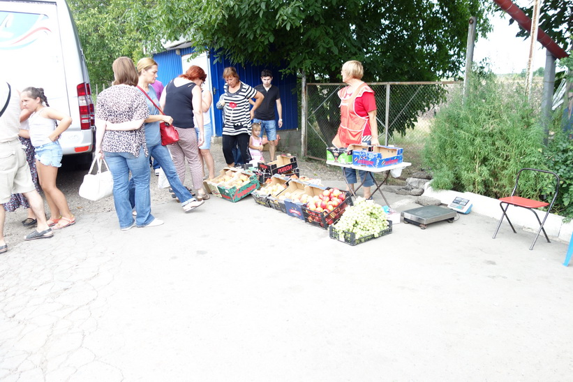 Fruktförsäljning vid gränsen mellan Ukraina och Moldavien.