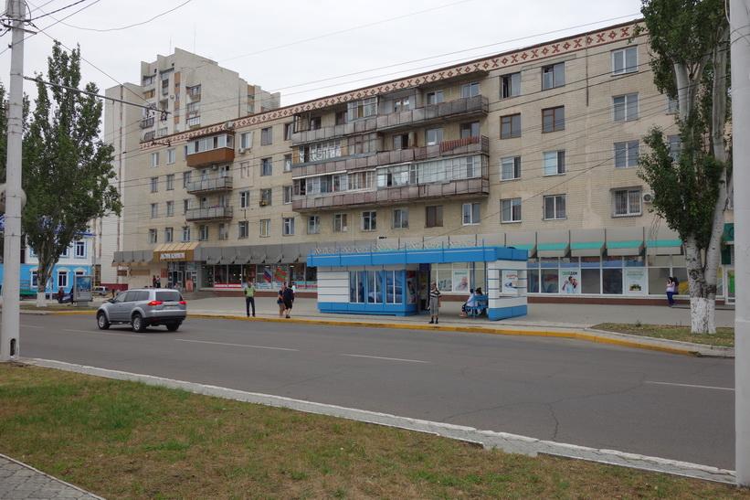 Gammalt sovjetiskt bostadshus i centrala Tiraspol.