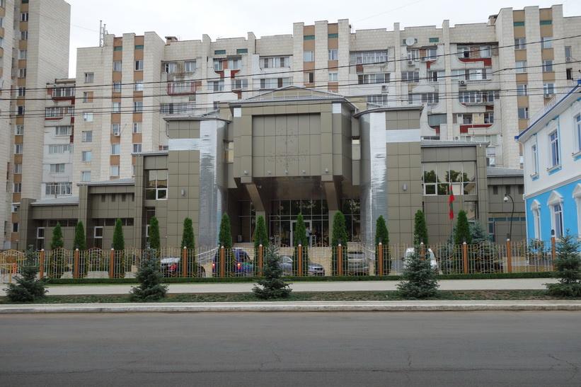 Gammal och ny arkitektur i centrala Tiraspol.
