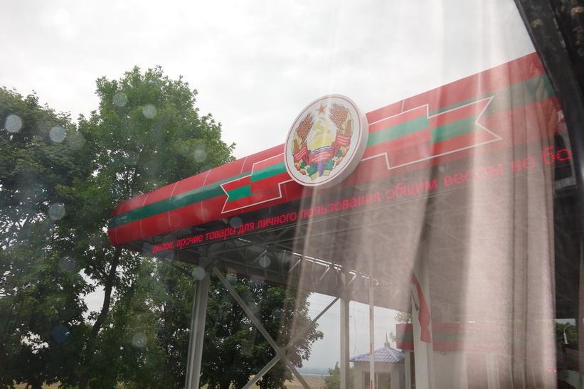 När man möts av hammaren och skäran vid gränsen till Transnistrien så förstår man att det är något riktigt udda på gång!