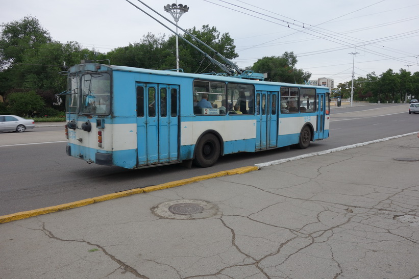 Trådbuss längs Strada 25 Octombrie, Tiraspol.