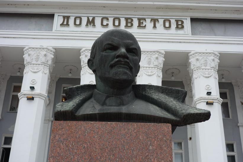 Lenin framför House of Soviets-byggnaden, Tiraspol.
