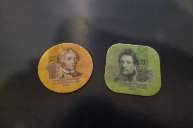 Hösten 2014 släppte Transnistrien dessa mynt i polykarbonatplast!
