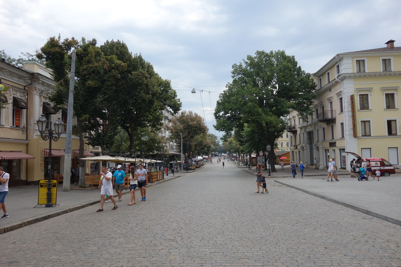 Deribasovskaya street tidigt på morgonen, Odessa.