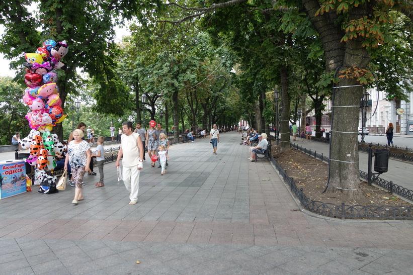 Gångvägen uppe vid toppen av Potemkin-trappan, Odessa.