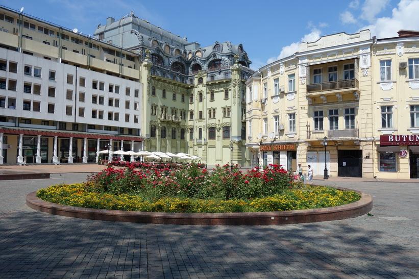 I Huset till höger i bild ligger lägenheten jag hyr, centrala Odessa.