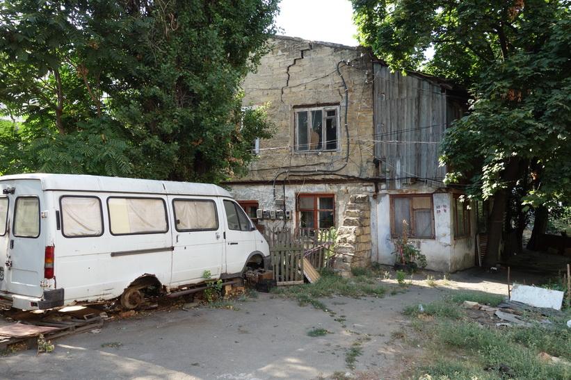 Gammalt, slitet och fattigt, centrala Odessa.