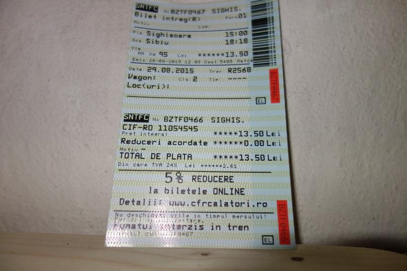 Tågbiljetten för resan mellan Sighișoara och Sibiu. 95 kilometer på tre timmar och 18 minuter till priset av 29 kronor!