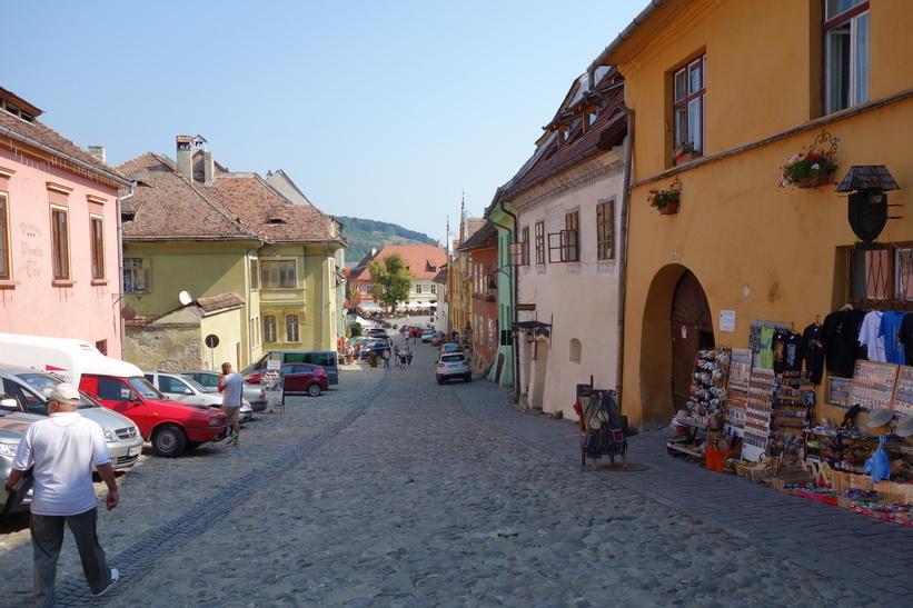 Casa Morar till höger i bild där jag bor, Sighișoara, Transsylvanien.