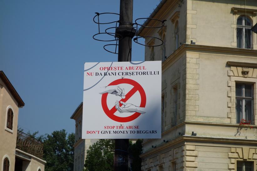 Sighișoaras sätt att tackla problemet med tiggare, Sighișoara, Transsylvanien.
