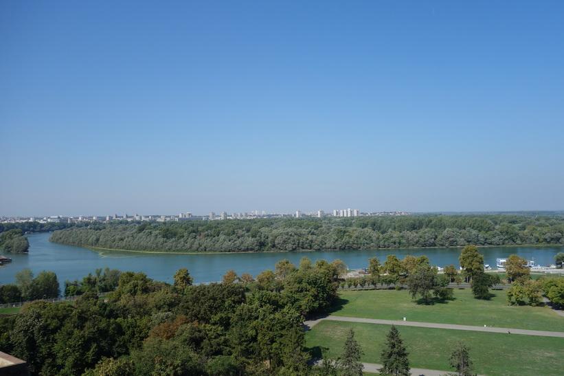 Vy från fortet över platsen där floderna Sava och Donau möts.