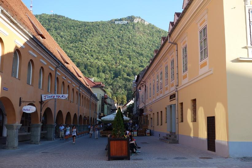 Mina första intryck av staden Brașov är mycket positiva. Bilden föreställer Mount Tampa.