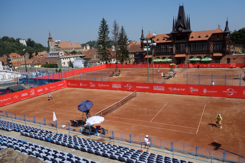 Tennisbanor i centrala Brașov.
