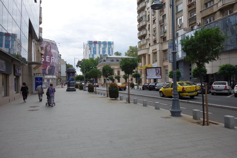 Gatuscen längs Calea Victoriei, Bukarest.