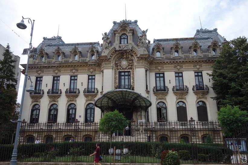 Vacker arkitektur längs Calea Victoriei, Bukarest.