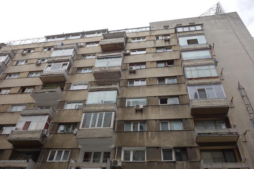 Bostadshus i sann kommunistisk stil längs Calea Victoriei, Bukarest.