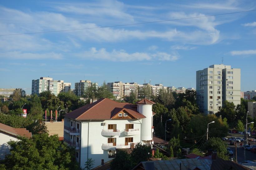 Utsikten från min lägenhet i morse, Bukarest.