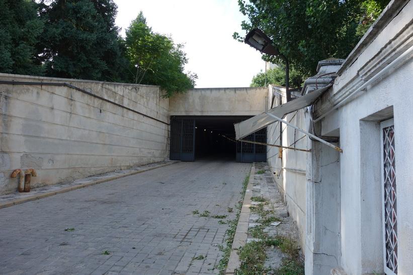 Bilutfart från presidentpalatsets gavel, Bukarest.