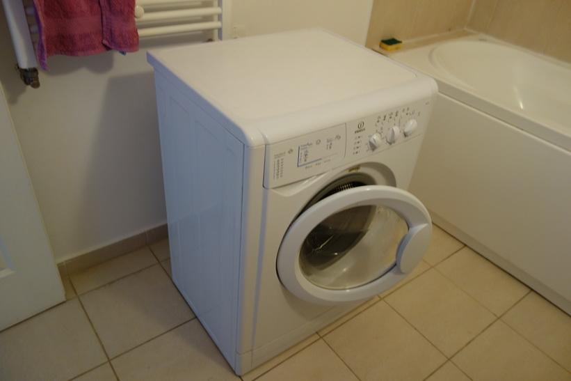Tvättmaskinen levererad till min lägenhet i Bukarest!
