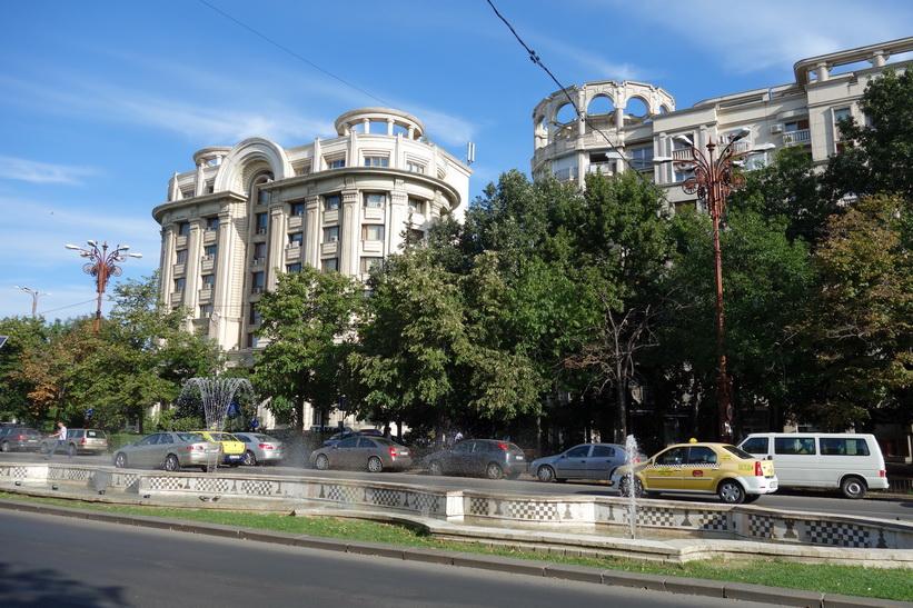 Byggnader längs Uniriiboulevarden, Bukarest. Hela kvarter uppfördes som skulle likna stadsbilden i Pyongyang i Nordkorea.