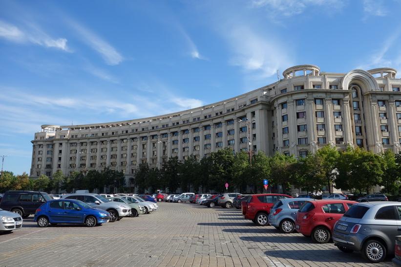 Byggnad mitt emot presidentpalatset, Bukarest. Hela kvarter uppfördes som skulle likna stadsbilden i Pyongyang i Nordkorea.