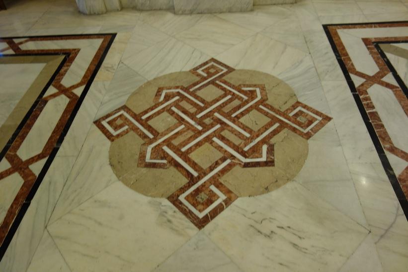 Detaljer i marmorgolvet. En miljon kubikmeter transsylvansk marmor har använts i byggnaden, presidentpalatset, Bukarest.