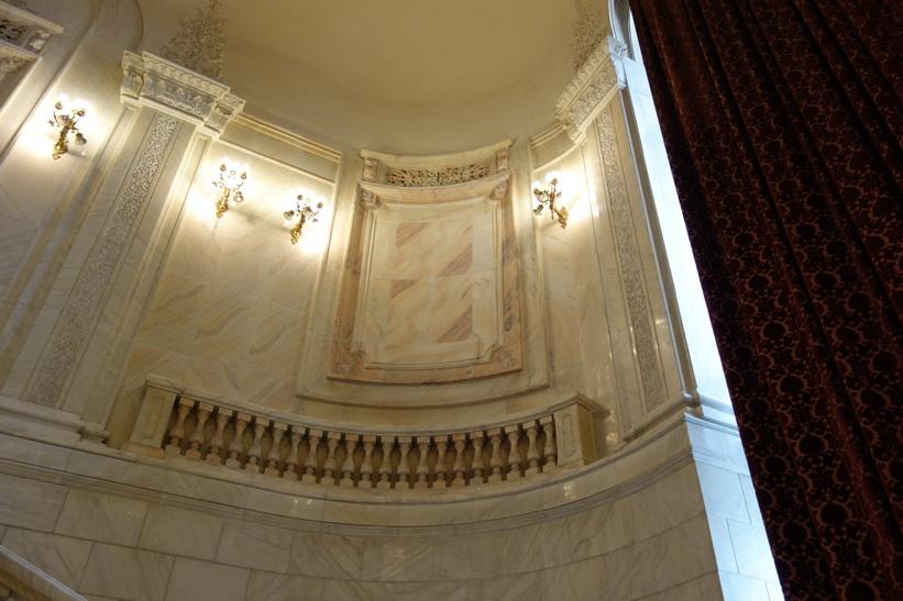 Kristall och vackra marmordetaljer överallt, presidentpalatset, Bukarest.