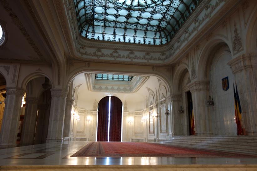 Otroligt vackert. Allt material som användes kom från Rumänien, presidentpalatset, Bukarest.