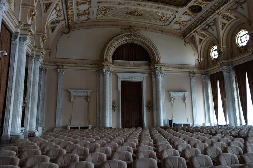 En stor konserthall, presidentpalatset, Bukarest.