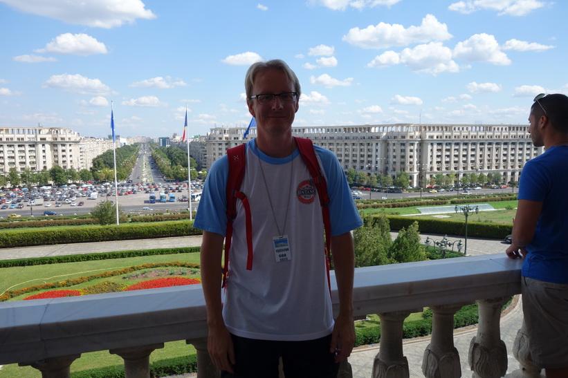 Stefan på presidentpalatsets terrass, presidentpalatset, Bukarest.