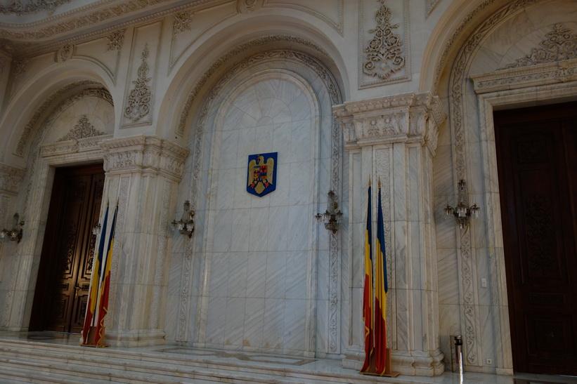 Rumäniens statsvapen på väggen, presidentpalatset, Bukarest.