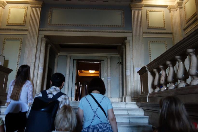 Starten på den guidade turen i palatset, presidentpalatset, Bukarest.