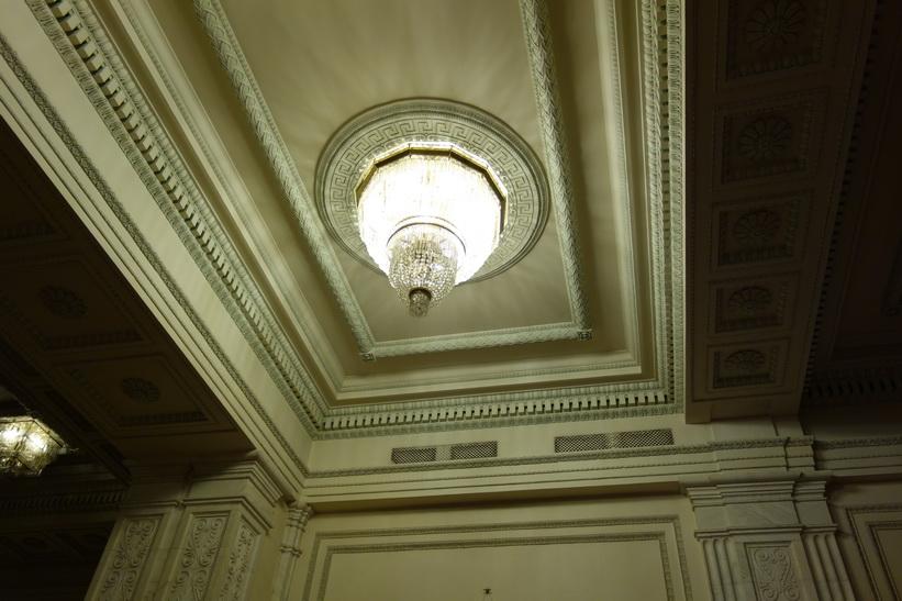 Marmor och kristallkronor, presidentpalatset, Bukarest.