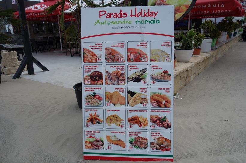 En restaurangmeny längs stranden. För att få lite hum om prisbilden ta beloppen gånger två för att omvandla till svenska kronor. Mamaia, Rumänien.