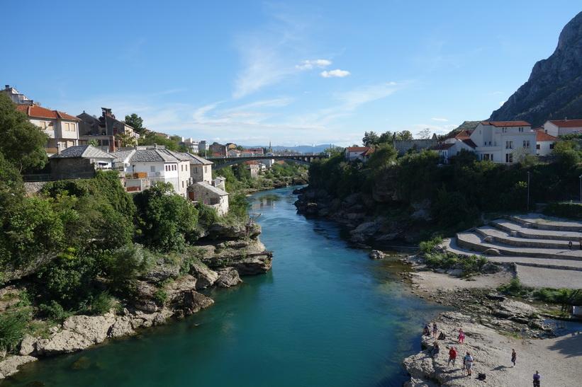Neretva-floden sedd från Stari Most i sydlig riktning, Mostar.