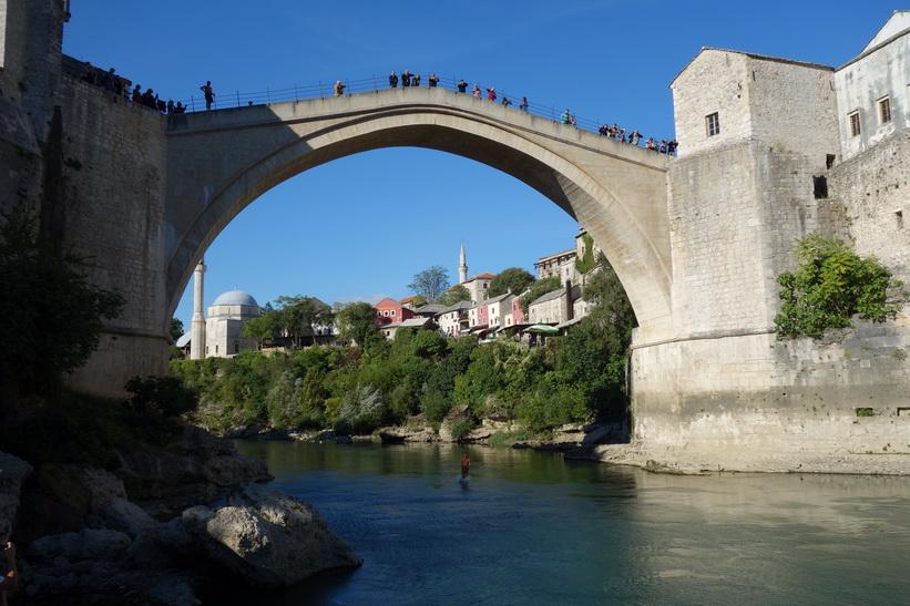 Brott av vattenytan, Stari Most, Mostar.
