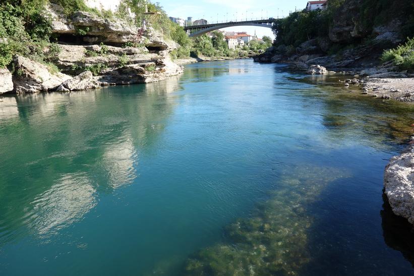 Den vackra Neretva-floden, Mostar.