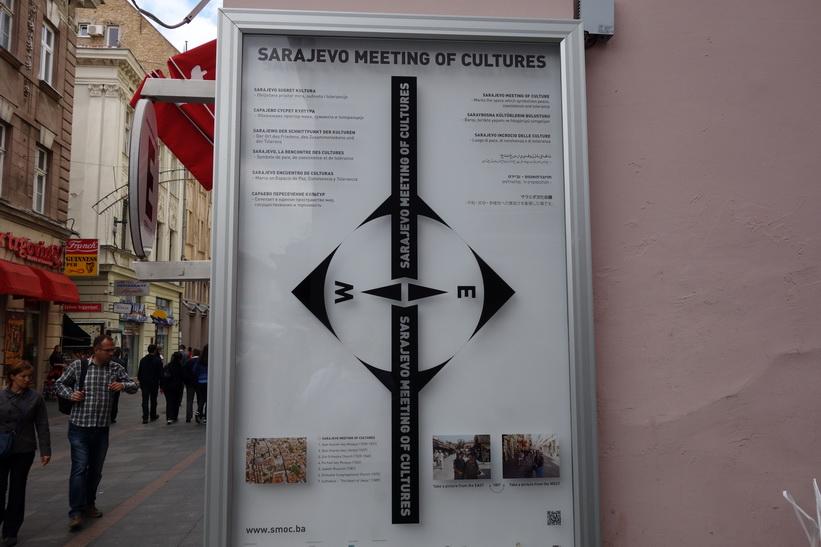 Sarajevo var fram till kriget känt som en stad som ansågs förena öst och väst med sin mångkulturalitet. Det fick sig en törn. Men skam den som ger sig!