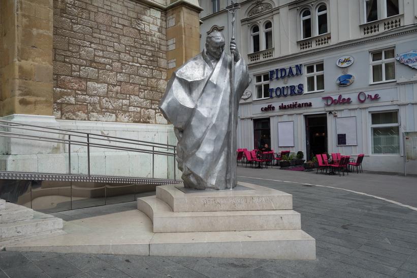 Johannes Paulus II utanför Cathedral of Jesus' sacred heart, Sarajevo.