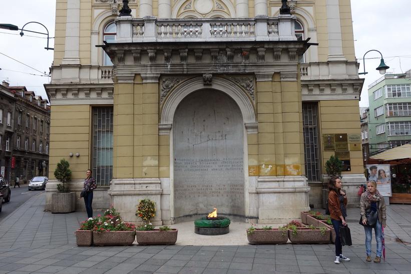The eternal flame är en minnesplats för de militära och civila offren under andra världskriget.