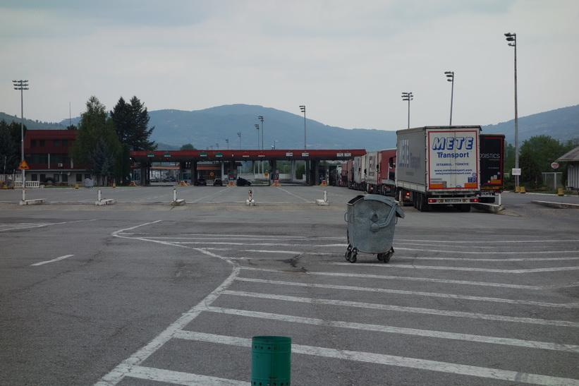Vid gränsen mellan Bulgarien och Serbien. Gränsövergångar är alltid fula och tråkiga.