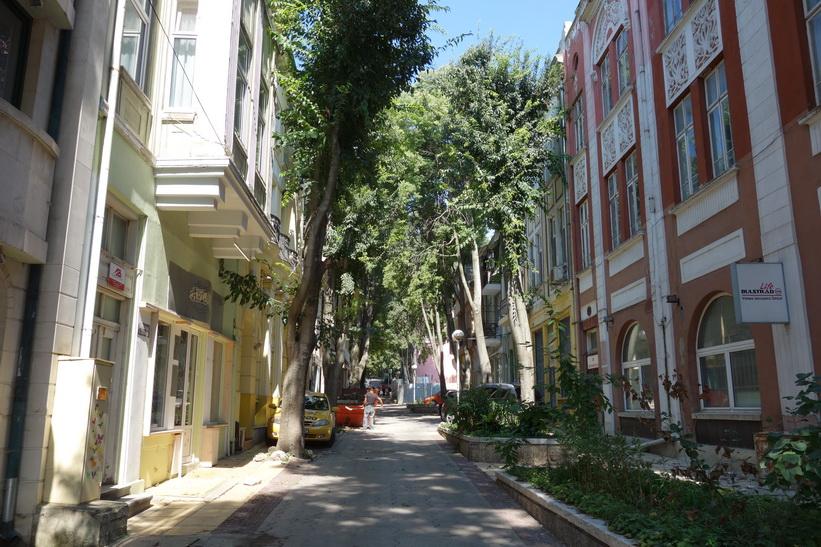 Gatuscen i centrala Varna.