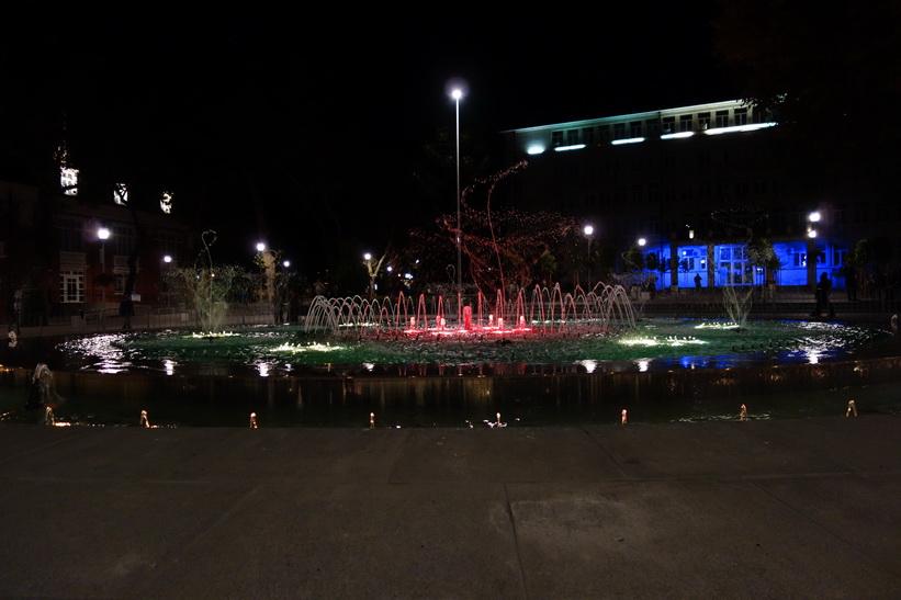Den vackra fontänen i centrala Varna.